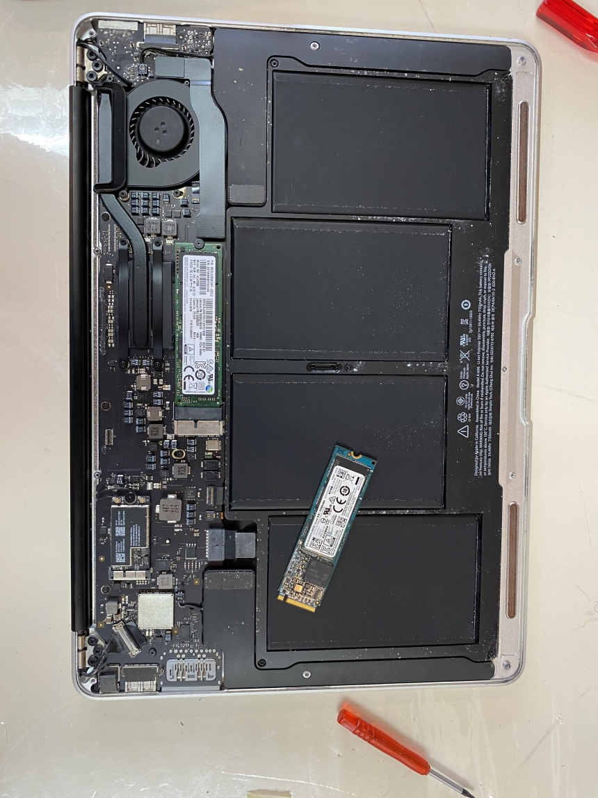 Apple MacBook Air A1466 Laptop SSD Replacement
